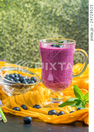 Blueberrie smoothie in a glassの写真素材 [24729525] - PIXTA