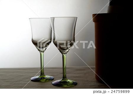 ペアのワイングラス 夜の雰囲気 ヨコの写真素材 [24759899] - PIXTA