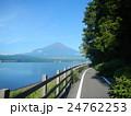 サイクリングロードと富士 24762253