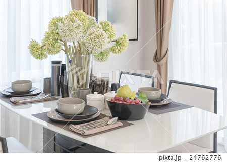table set on dining table with vase of flowerの写真素材 [24762776] - PIXTA