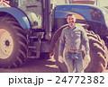 農民 トラクター ドライバーの写真 24772382