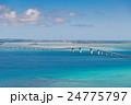 沖縄県 伊良部島 牧山展望台から見る伊良部大橋 24775797