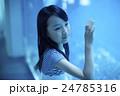 水族館 女の子 ポートレート 24785316