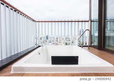 White bathtubの写真素材 [24806942] - PIXTA