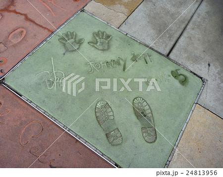ハリウッド ウォーク・オブ・フェーム ジョニー・デップ 手形 サイン 24813956