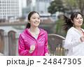 ジョギングをする20代の女性 24847305