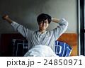 男性ポートレート ベッド 24850971