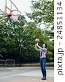バスケをする男性 24851134