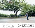 バスケをする男性 24851191