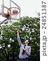 バスケをする男性 24851387