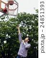 バスケをする男性 24851393