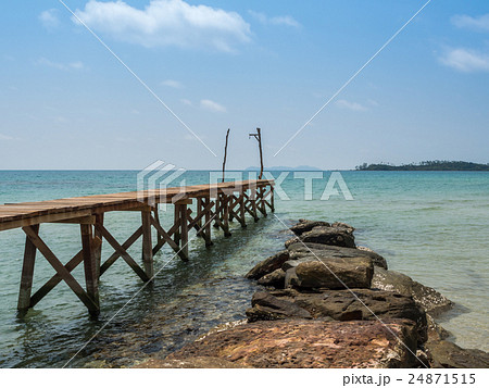 Old wooden Bridge to the blue sea 24871515