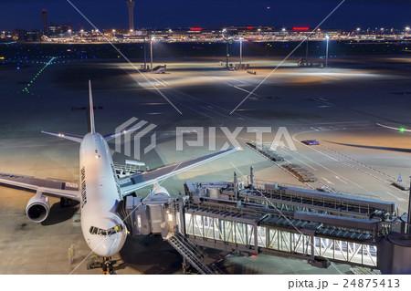 夜の羽田空港 24875413