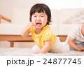 泣く子供 24877745