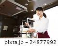 カフェ レストラン 女性の写真 24877992