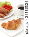 クロワッサンとコーヒーとウインナー 24886324