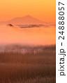 朝靄 朝焼け 筑波山の写真 24888057