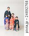 七五三 家族 記念写真の写真 24892768