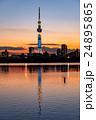 夕焼けに佇む東京スカイツリー 荒川河川敷から 24895865