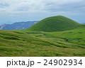 阿蘇 初秋の米塚 24902934