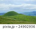 阿蘇 初秋の米塚 24902936