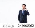 若いビジネスマン(スマホ) 24908562