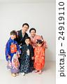 七五三 家族 記念写真の写真 24919110