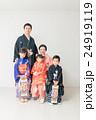 七五三 家族 人物の写真 24919119
