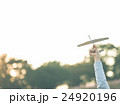 飛行機 ペーパープレーン 紙飛行機の写真 24920196