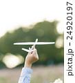 飛行機 ペーパープレーン 紙飛行機の写真 24920197