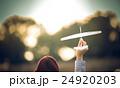 飛行機 紙飛行機 紙製の写真 24920203