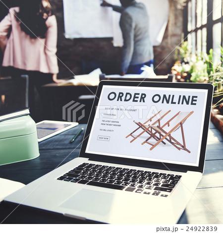 Shopping Online Shopaholics E-Commerce E-Shopping Concept 24922839