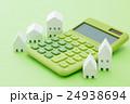電卓と白い家 グリーンバック 24938694