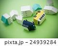 地震イメージ 住宅と車 グリーンバック 24939284