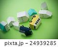 地震イメージ 住宅と車 グリーンバック 24939285