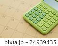 カレンダーと電卓 24939435