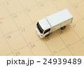 物流イメージ トラックとカレンダー 24939489