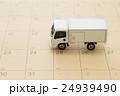 物流イメージ トラックとカレンダー 24939490