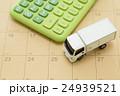 物流イメージ トラックと電卓とカレンダー 24939521