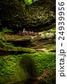 岩の中の神社 24939956