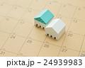 住宅とカレンダー 24939983