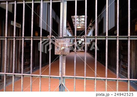 刑務所の扉 24942525