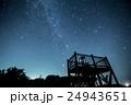 展望台と冬の天の川 24943651