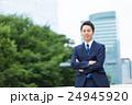 オフィス街とビジネスマン 24945920