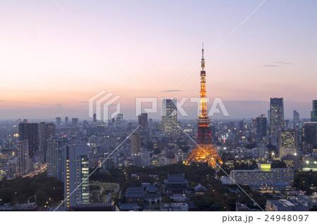 東京タワーと東京都心全景 夕景 夜景 トワイライト 夕焼け 24948097