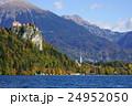 ブレッド城 秋 湖の写真 24952050