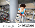 学生 読書 本の写真 24958399