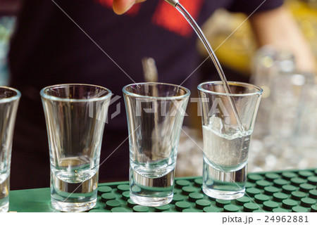 Barman at work,の写真素材 [24962881] - PIXTA