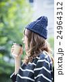 若い女性 24964312