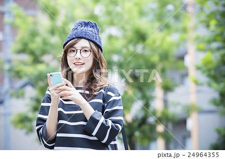 若い女性 24964355